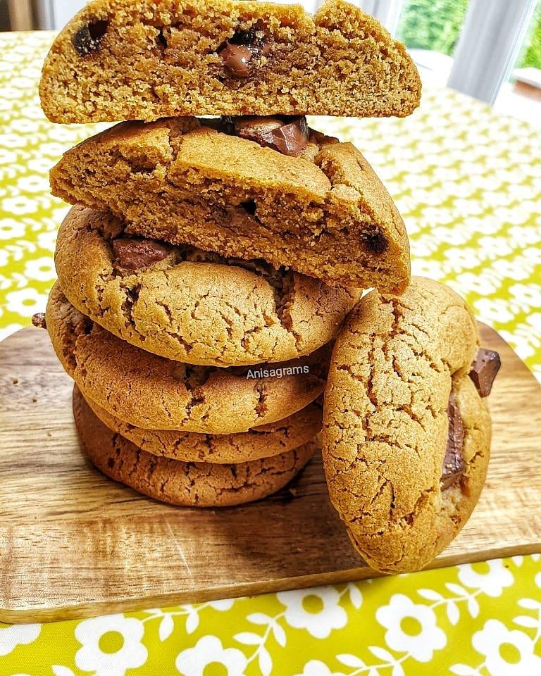 Chunky Milk Chocolate Cookies